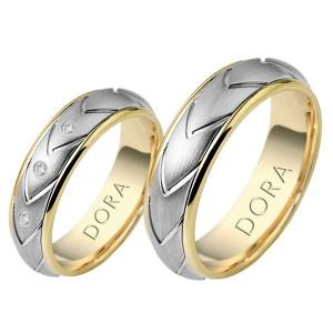 Erkek çifti gümüş olan altın yüzük